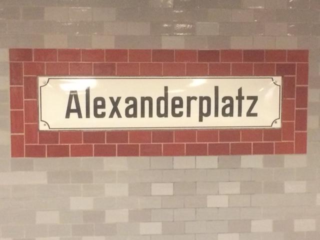 """Die Großstadt als Ort des Widerstands – am Beispiel von Hans Falladas """"Jeder stirbt für sichallein""""."""